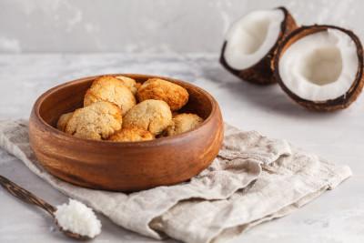 Vegan and gluten-free coconut macaroons